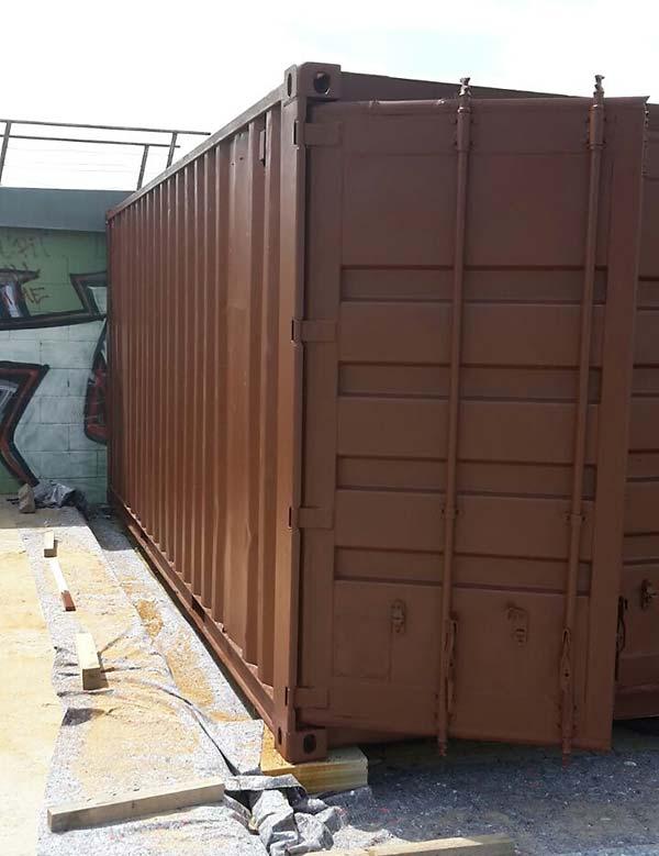 Sandstrahlen und Grundieren Container