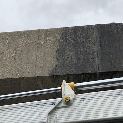 Fassadenreinigung mit Höchstdruckwasserstrahlen